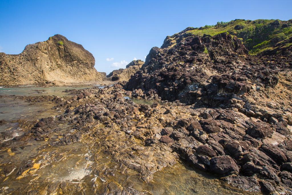 烏石鼻。台東長濱魅力漁港|台灣面積最大柱狀火成岩體