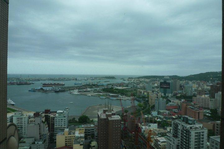 高雄漢來飯店。西子灣半日遊|2011親子鐵路環島之6