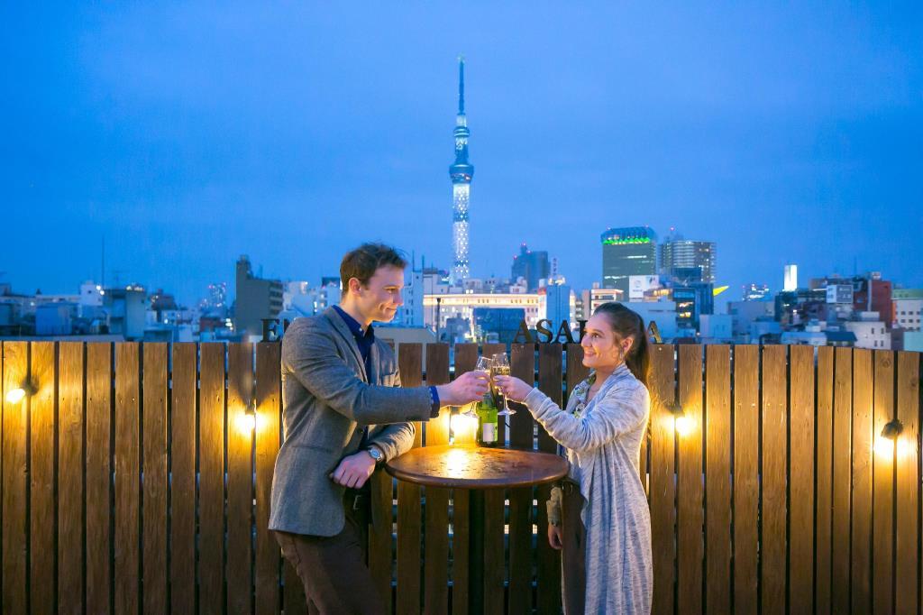 東京平價住宿睡席夢思。ENAKA淺草中央青年旅館|不用彎腰爬進去的單人宿舍房|步行1分鐘淺草寺賞櫻