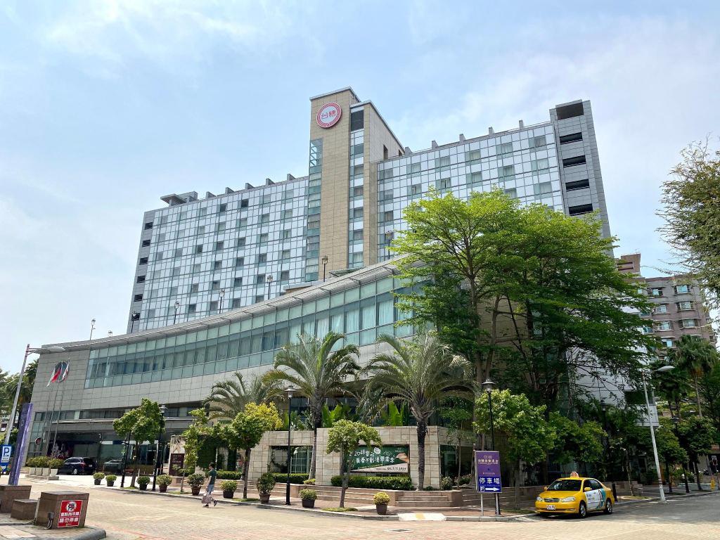 台糖長榮酒店。緊鄰台南文化中心與綠地|安心1+1住房專案。5月底前特惠串聯