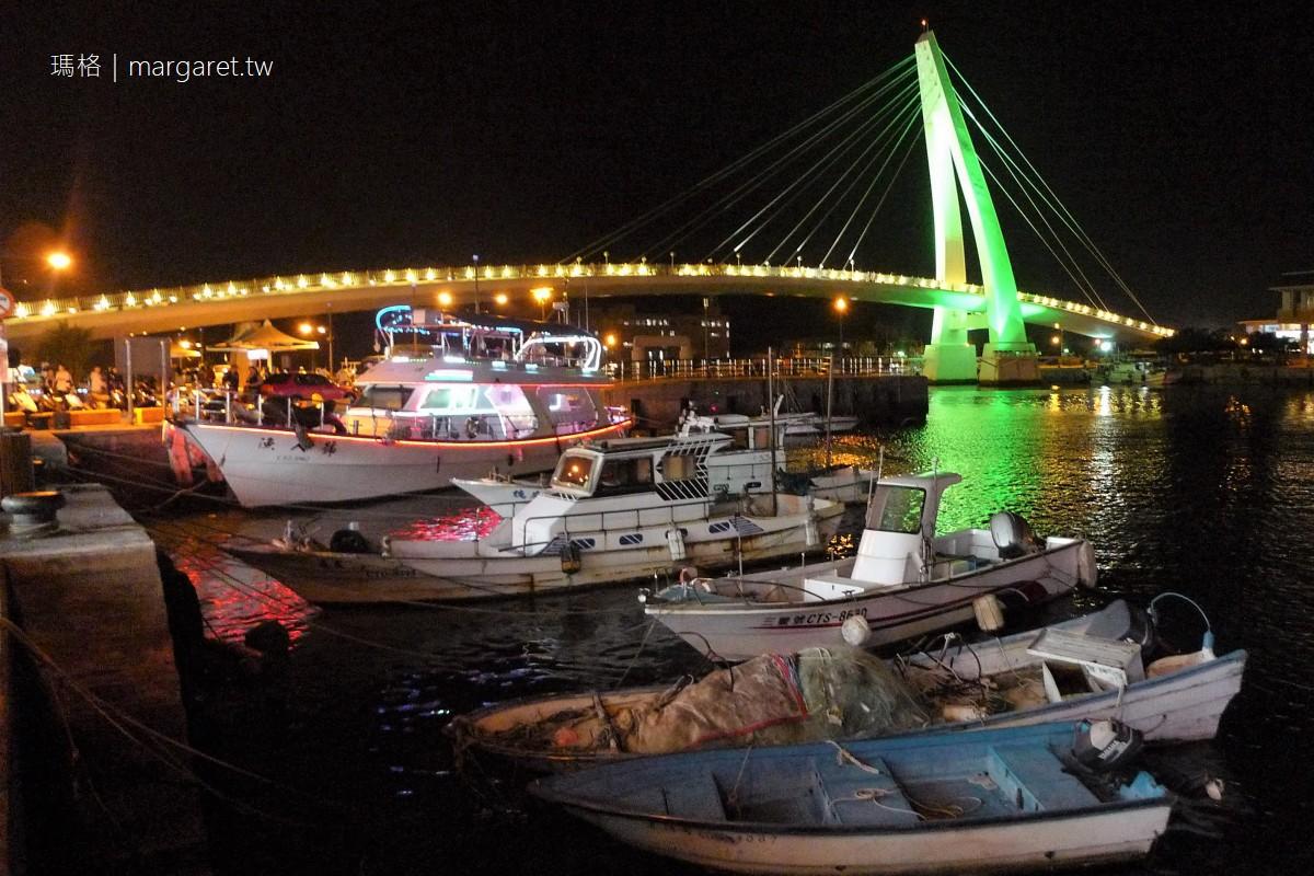 淡水漁人碼頭情人橋。夜景|搭船前往更有趣