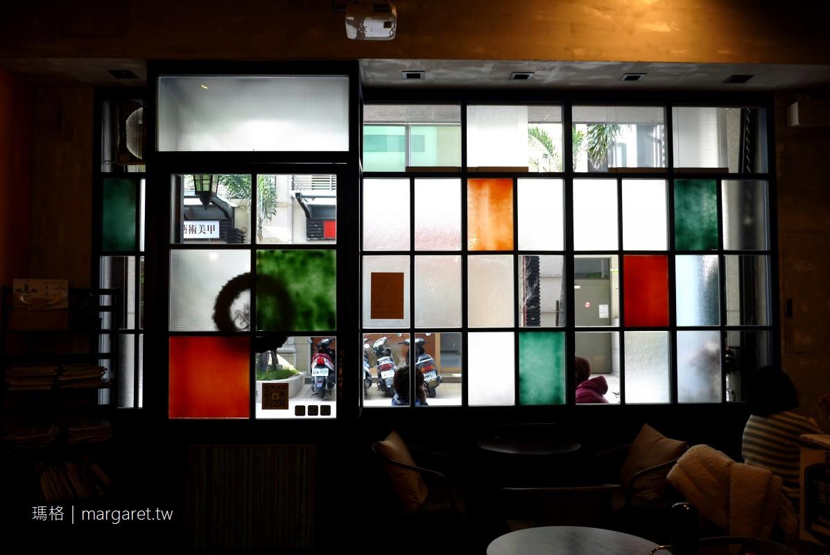 Cape Cafe開普咖啡。台南特色咖啡|喜歡那些彩色窗玻璃