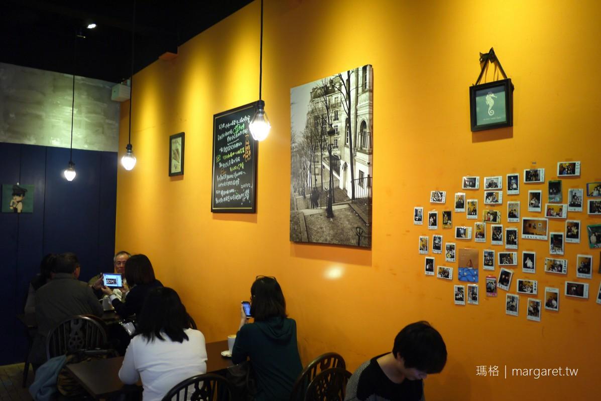Cape Cafe開普咖啡。台南特色咖啡 喜歡那些彩色窗玻璃