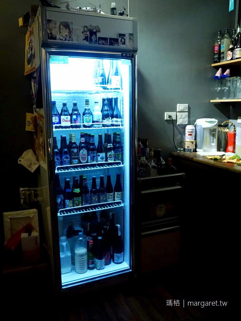 黑金段惑櫃。嘉義貨櫃屋打造的秘境小酒吧(已歇業!)