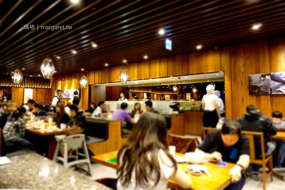 鼎泰豐小籠包。炒飯是心中第1名 大遠百板橋店