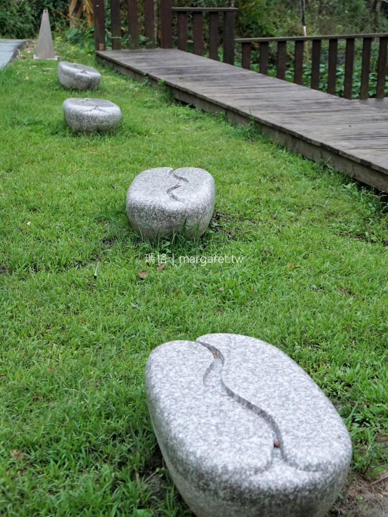 華山文學步道。地上的奇怪文字你認得幾個?|雲林古坑景點