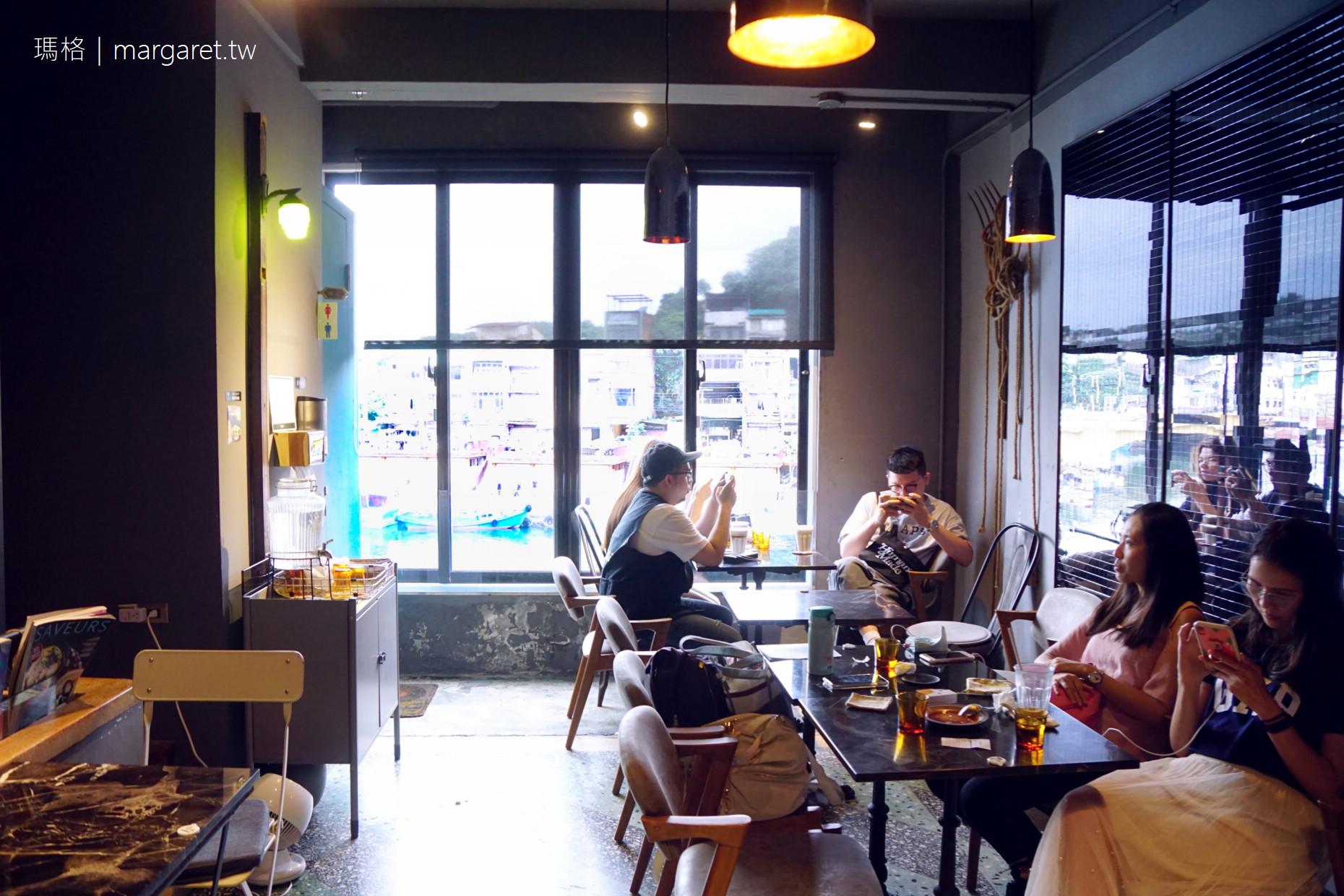 圖們咖啡 tuman café|基隆正濱漁港彩虹屋唯一黑宅