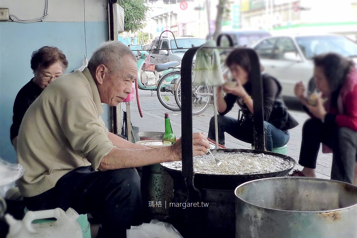 清水白頭菜肉圓。傳奇台中板凳肉圓|零裝潢50年老店