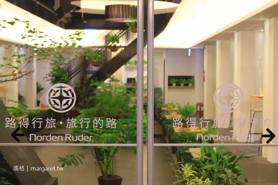 路得行旅國際青年旅館。台東館|打開老建築的天井讓陽光進來 #威宏遊記