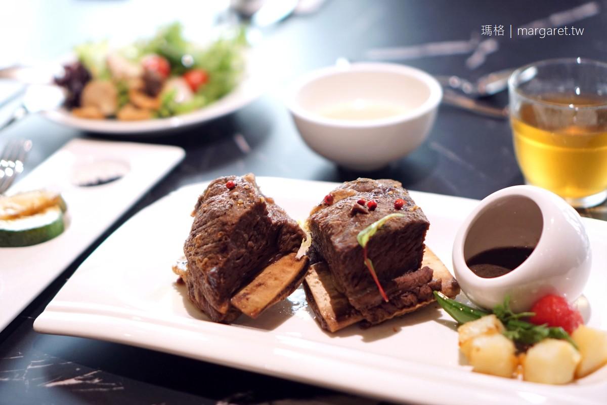 圓頂西餐廳。台南天下大飯店|老台南人的回憶。重新改裝吸引年輕族群