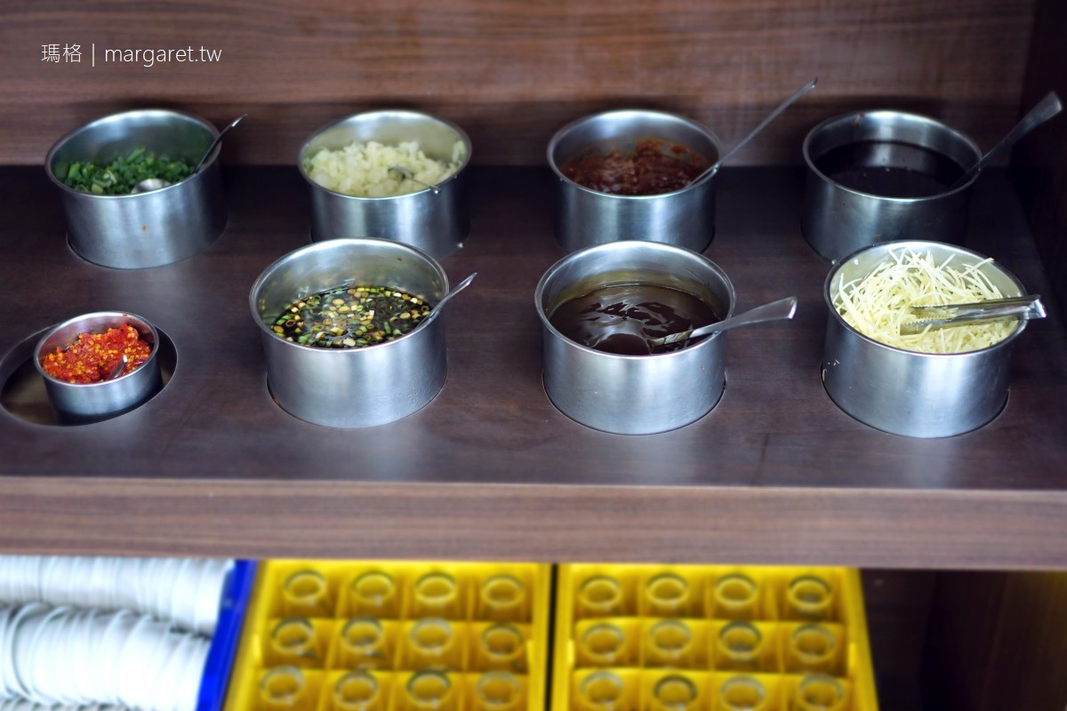 輝哥本土牛肉爐。台南仁德美食|湯頭濃郁甘甜。鹽焗牛舌是一絕