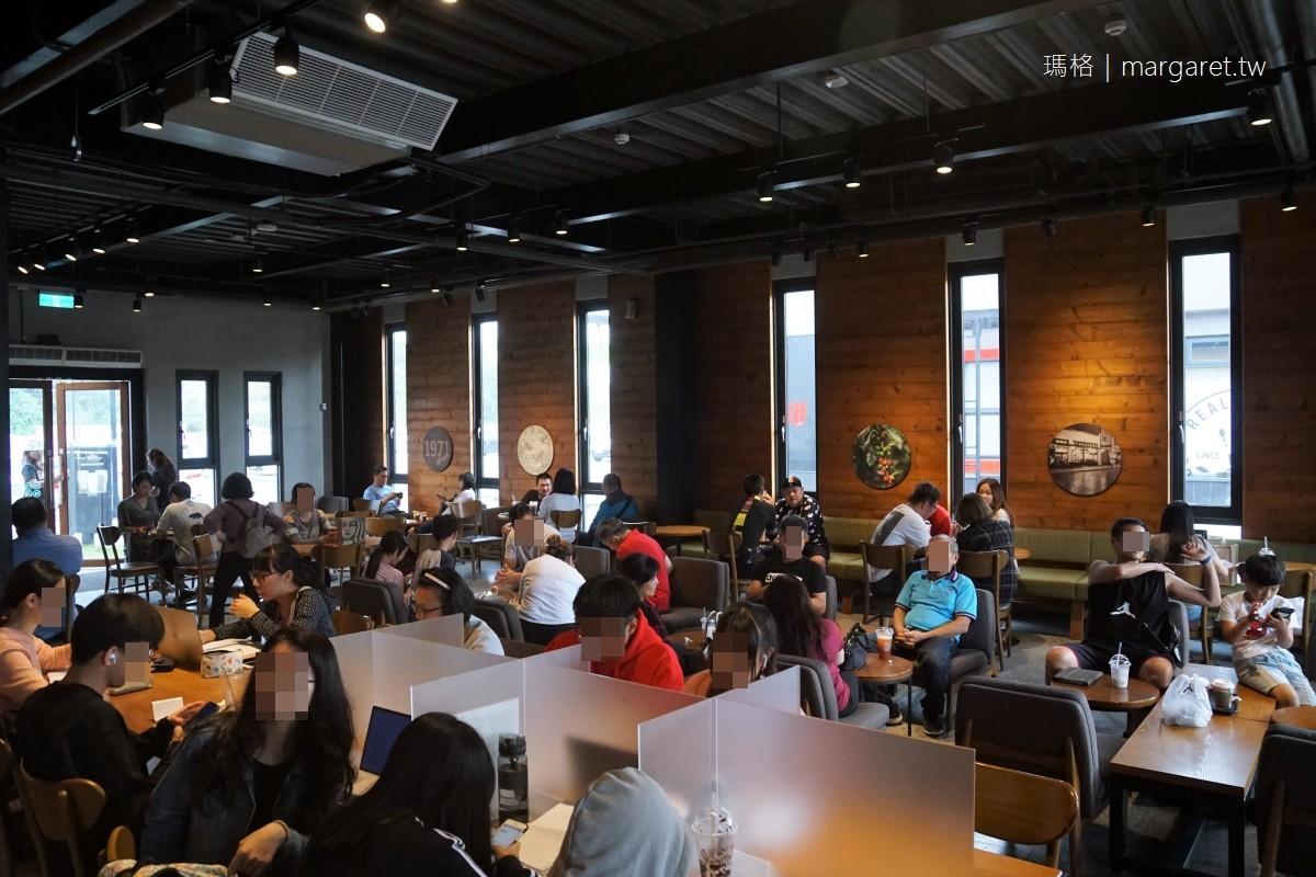 看不懂的台灣最美星巴克。民雄Starbucks Drive Thru|車道型才是門道