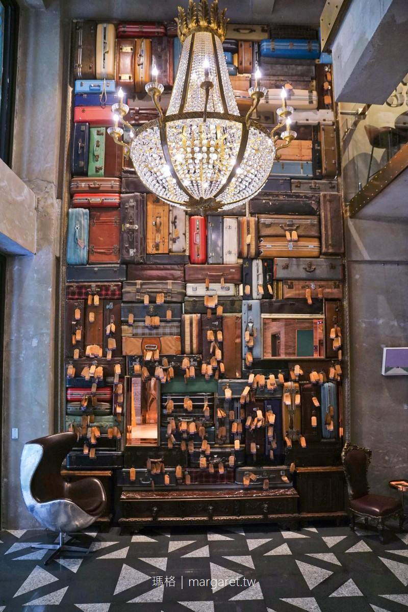 1969藍天飯店Blue Sky Hotel。凝鍊台中舊城區風華|古董行李箱千歲牆的旅行故事