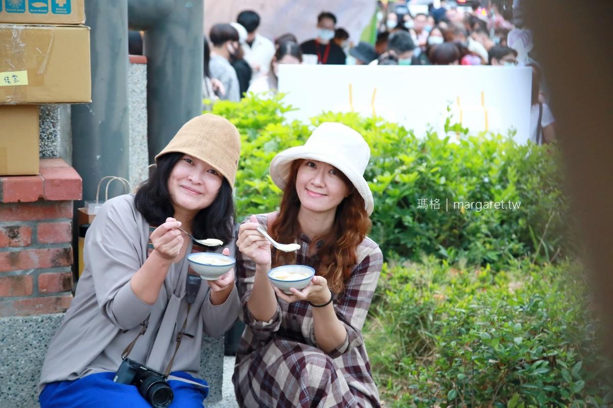 兩個伍圓古早味豆花。台南市集人氣小吃 碰運氣才能跟勇伯兩個有緣