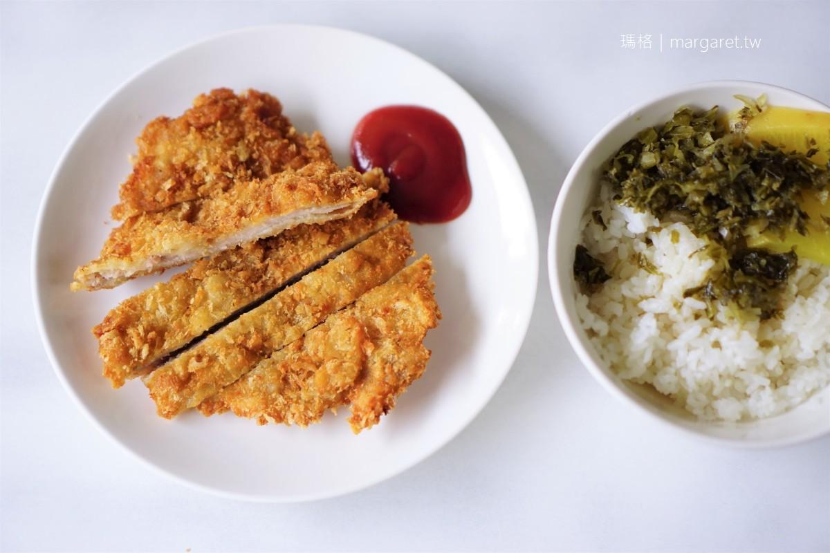 上富小吃店。排骨飯跟炸肉飯有何不同?|台南中西區大排長龍美食