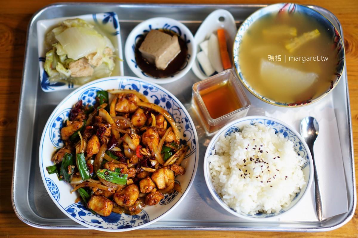 弄來小餐桌。嘉義老派時髦美食新亮點 標榜新鮮現做台灣好食