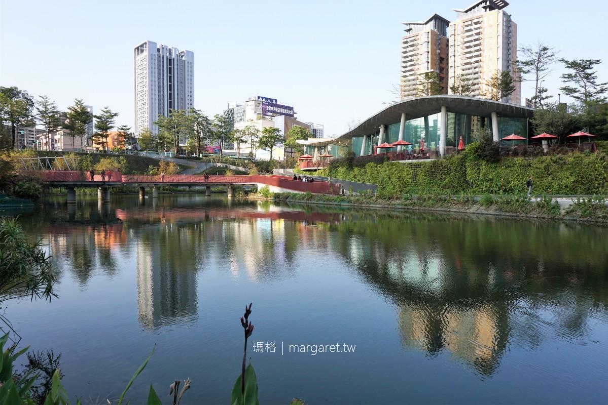 秋紅谷廣場。全臺首座下凹式生態公園|臺中知名夜景打卡點