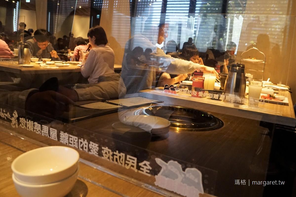 屋馬燒肉文心店。超浮誇的玻璃屋候位區|比高檔餐廳還細膩的服務