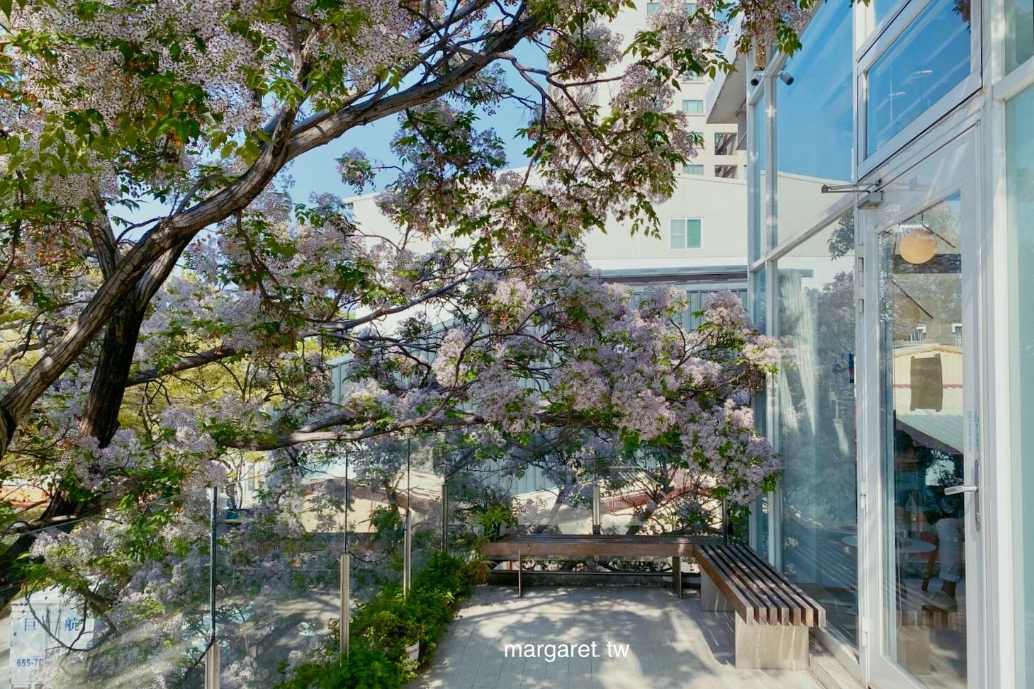 烏邦圖UBUNTU書店咖啡。窗外紫色苦楝花盛開了|台南安平運河畔烏托邦