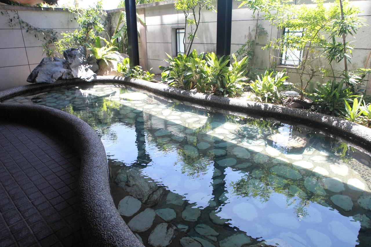 山泉大飯店。礁溪溫泉親子假期|小朋友最愛中庭泳池、溫泉魚