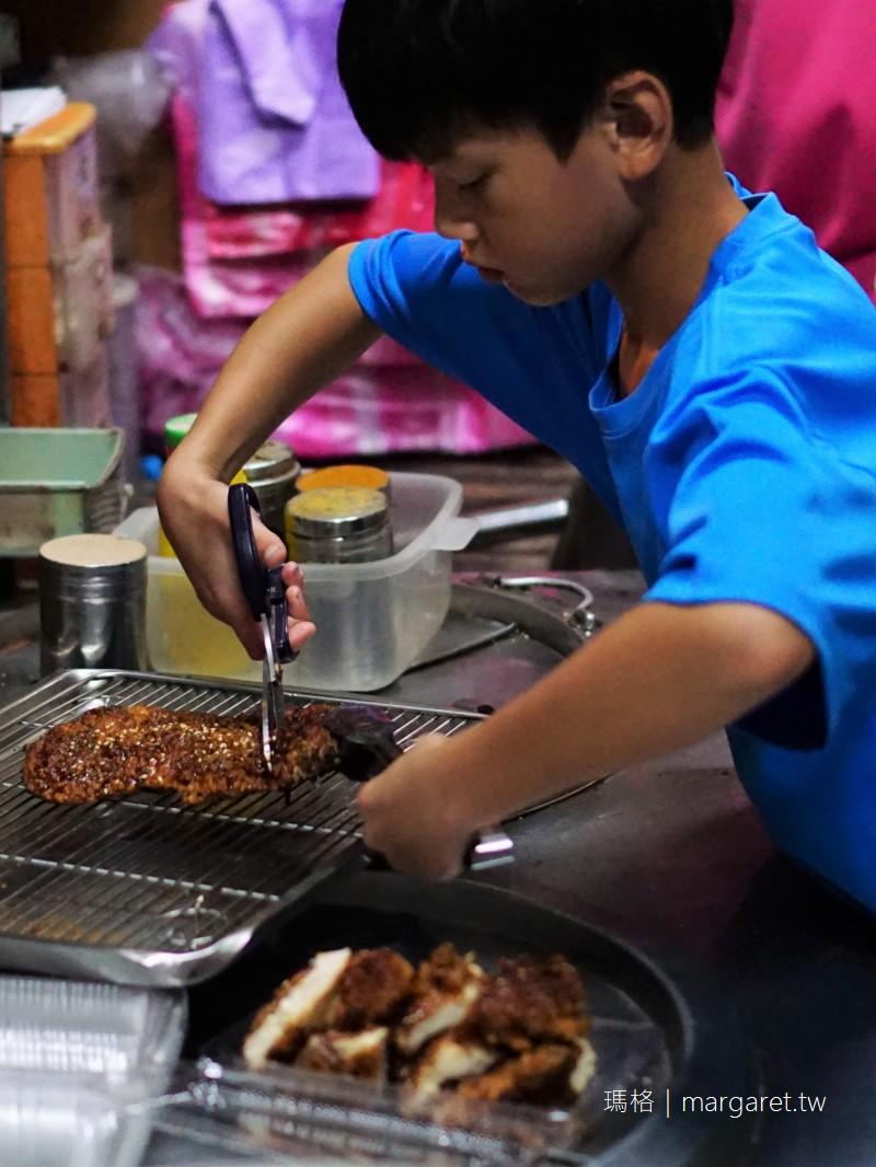 莒興碳烤雞排。東引人氣小吃|先炸後烤厚片多汁