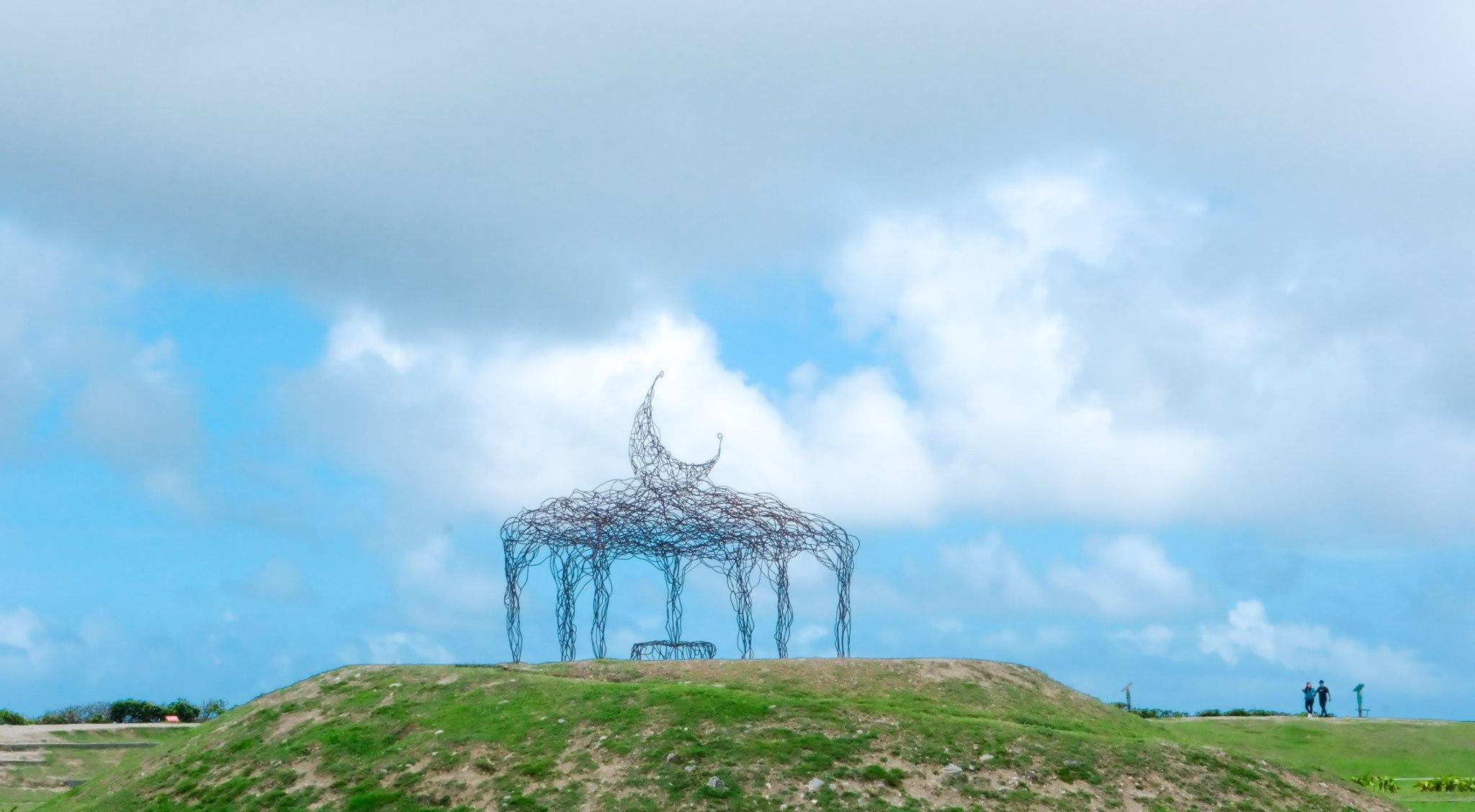 東海岸最美的眼睛。月亮住在海裡|台東加路蘭遊憩區最新藝術裝置