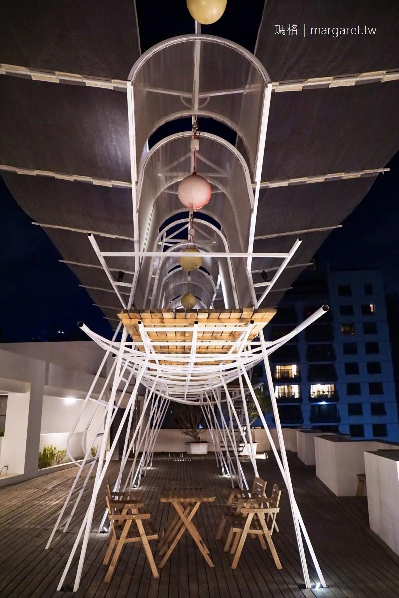 嬉行旅Hotel Si。坐在頂樓的頂樓吹吹風|關於建築、夢想與女孩的台中旅宿