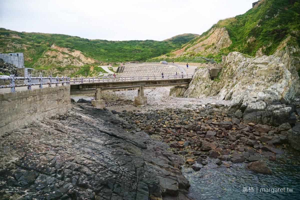 菜浦澳地質公園。西莒海蝕奇景|花崗岩上的軍事碉堡