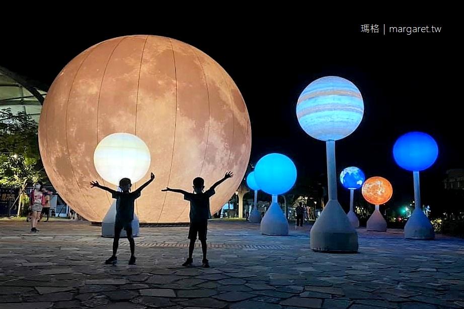冬山車站超大月球。月亮什麼冬冬 宜蘭最美瓜棚車站中秋藝術點燈