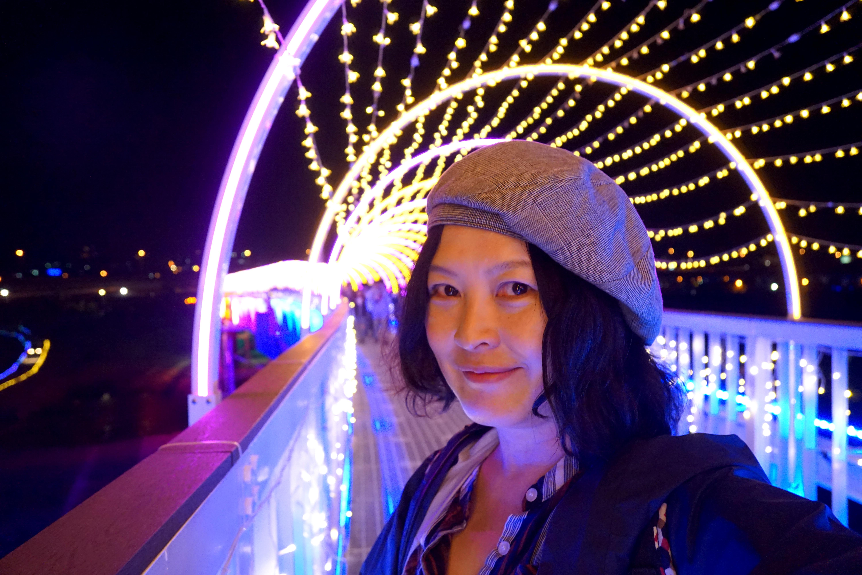 貓羅溪情人橋。2019南投燈會七彩水舞|銅梁火龍鐵水金花