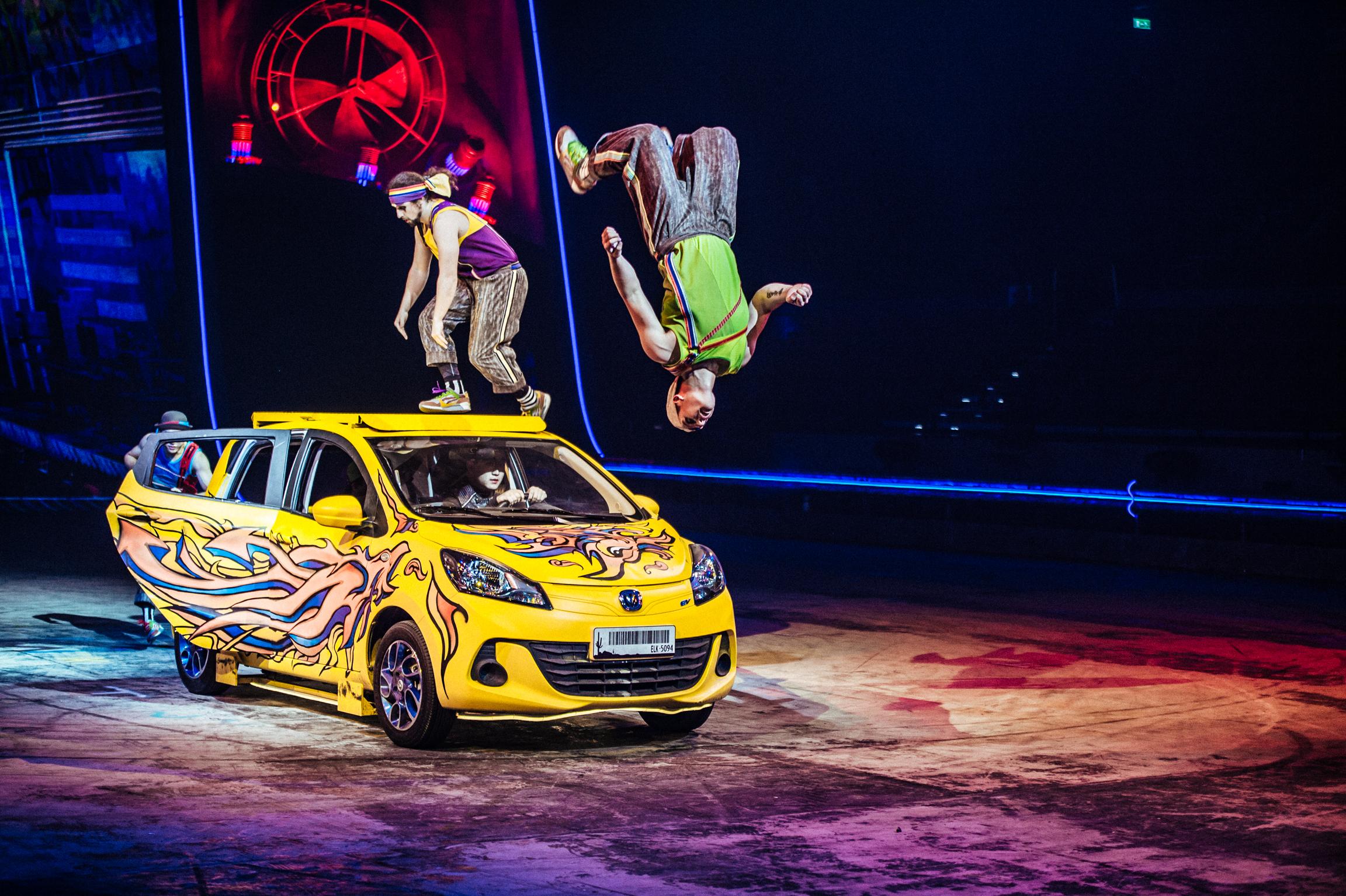 把動作片的飛車特技搬上舞台!新濠影滙狂電派。澳門最新飛車特技SHOW