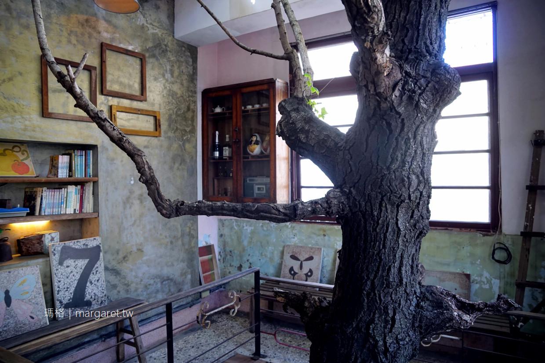保安路謝宅。台南經典老屋民宿|貫穿透天厝的楓香樹與夢想木屋