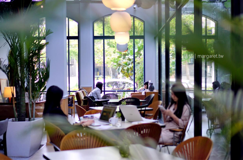 最新推播訊息:美美的。台中玻璃屋咖啡館|植栽。北歐風。老件傢俱