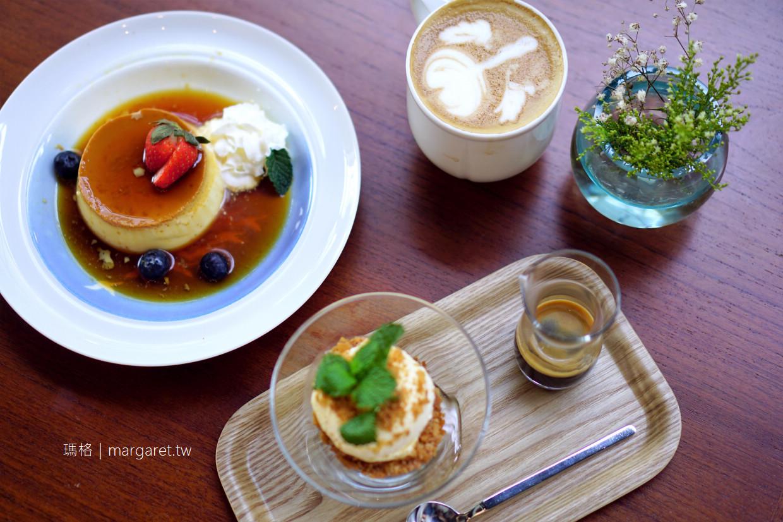 RUM Cafe。台中玻璃屋咖啡館 植栽。北歐風。老件傢俱