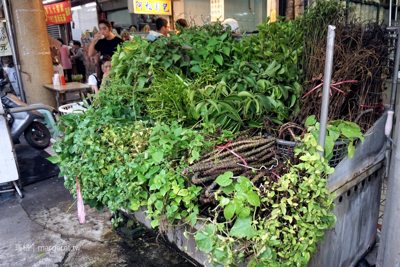 台南永樂市場美食|富盛號碗粿。水仙宮青草茶