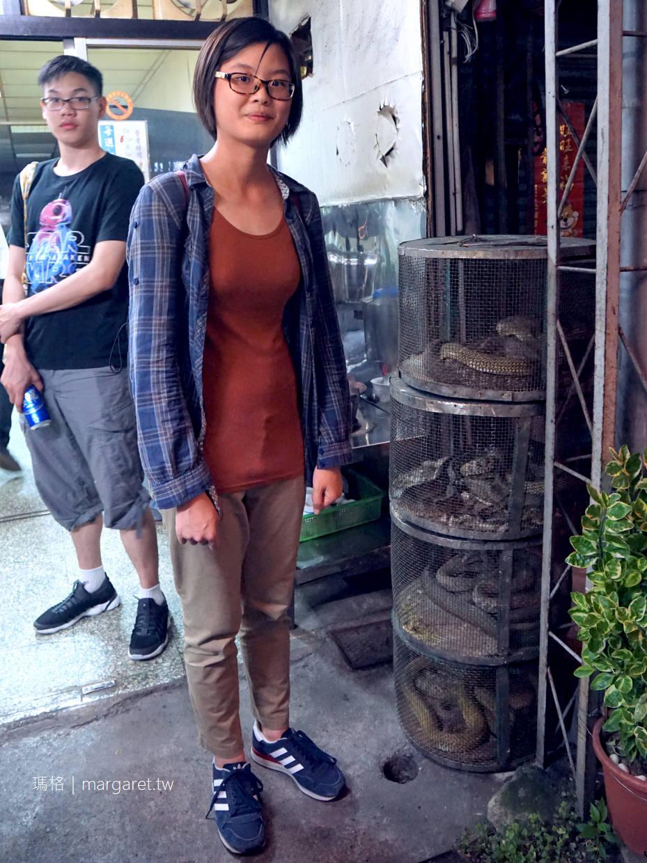 嘉義延平街蛇攤。喝碗清熱解毒的蛇湯|文化路夜市美食