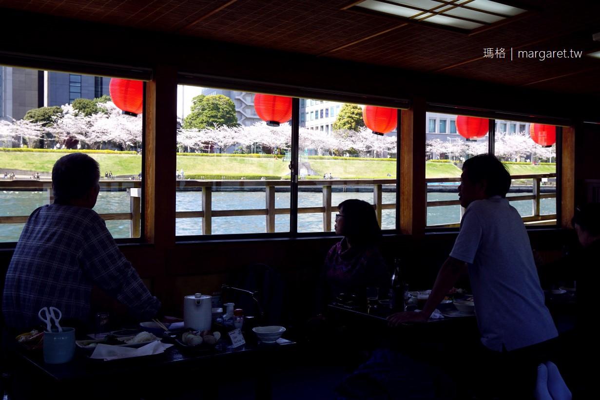 搭屋形船遊隅田川。邊吃宴席料理邊賞櫻的東京半日遊|讓櫻花在眼前流動,你負責啤酒喝到飽就好