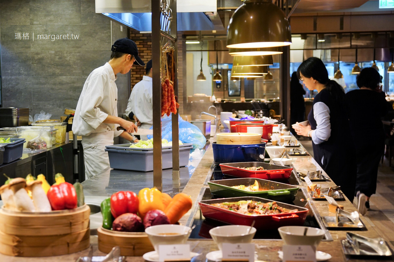 芳泉百匯。花東縱谷優質Buffet吃到飽|瑞穗春天國際觀光酒店。全台最高飯店大廳