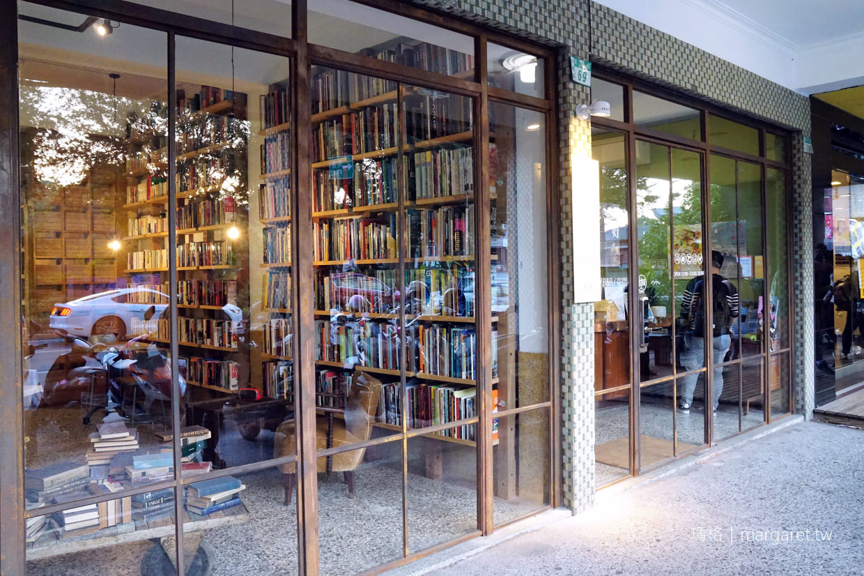 艸祭Book inn。到台南睡書店|青年旅館中的精品