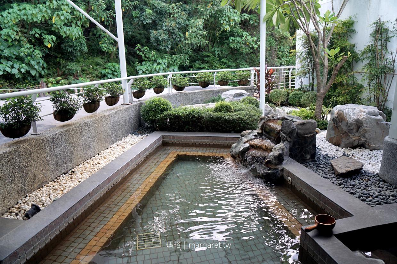 北投大地酒店。270度超廣角溫泉大浴池 4層樓挑高藏書閣大廳