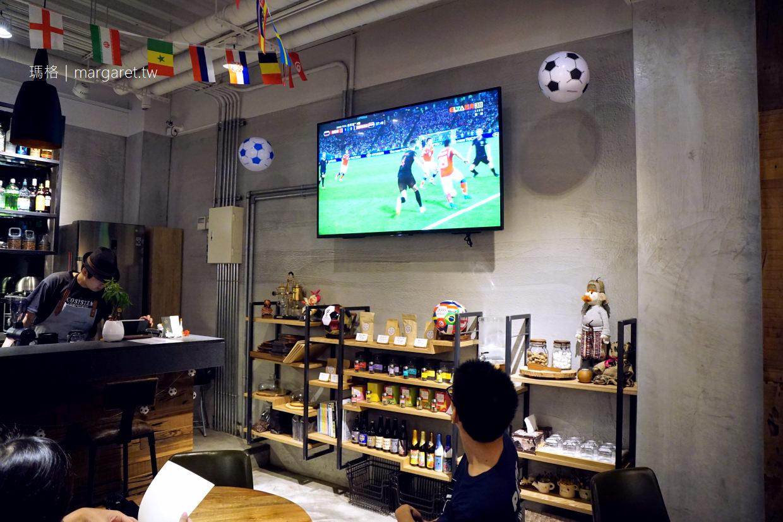 嘉義。五木咖啡|老闆應該是足球迷