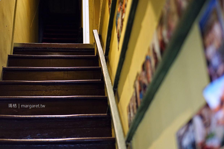 樓梯好陡steepstairs。大稻埕老屋咖啡|強大療癒力店狗陳英俊