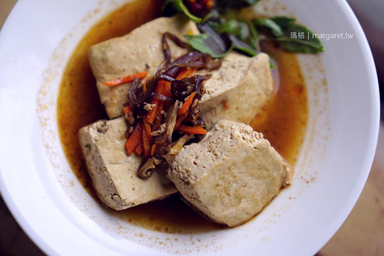 巧本味蔬食人文料理。越嚼越香的香椿拌飯|台東池上也吃得到玉里臭豆腐