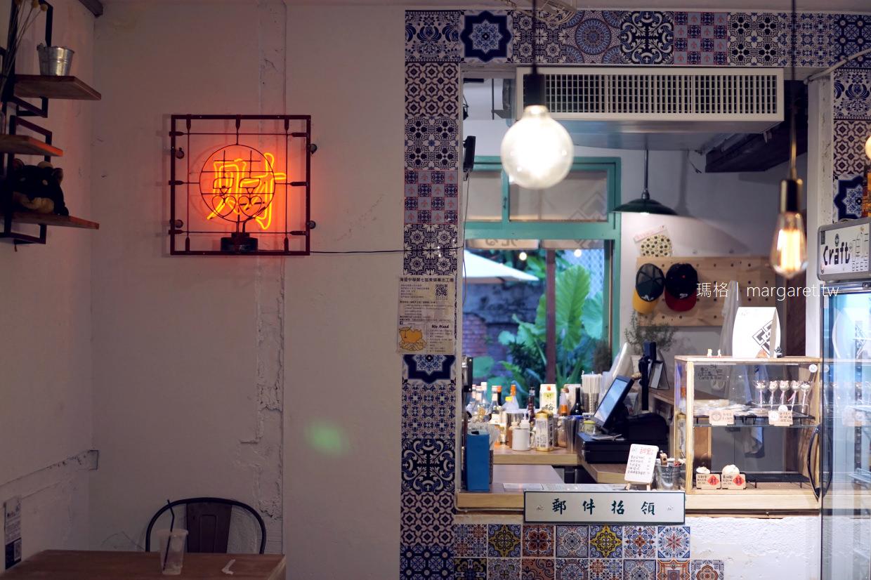 斗宅商社Café & Bar。可愛柴犬咖啡|逃。花蓮博愛特區