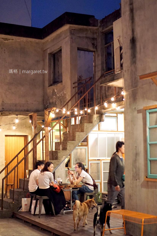斗宅商社Café & Bar。可愛柴犬咖啡|逃。花蓮博愛特區 @瑪格。圖寫生活
