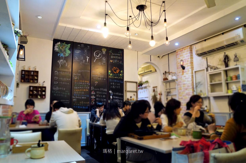 巷子裡的小餐館。可以用餐的雜貨舖|嘉義延平街