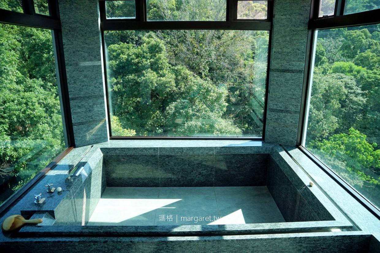 北投大地酒店。270度超廣角溫泉大浴池|4層樓挑高藏書閣大廳 @瑪格。圖寫生活