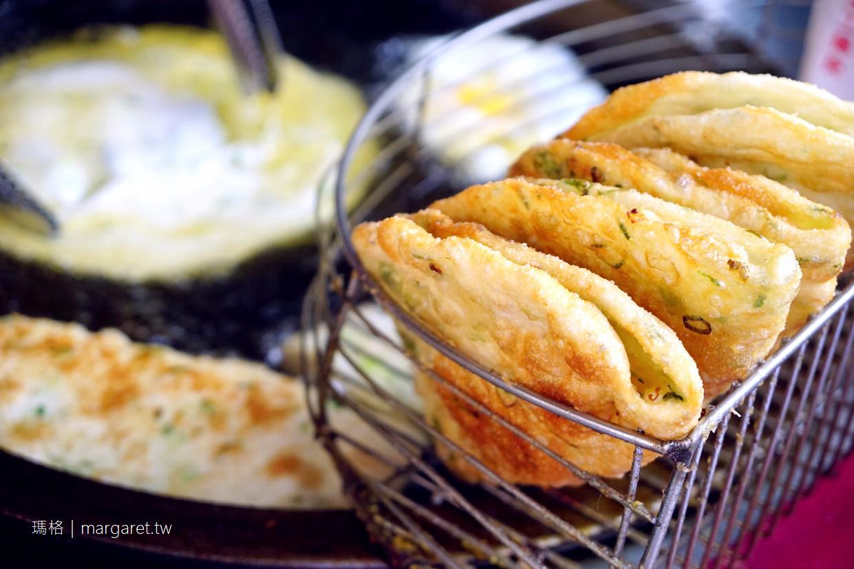 黃福龍脆皮蔥油餅。加辣加蛋是王道|台北後火車站人氣小吃 @瑪格。圖寫生活
