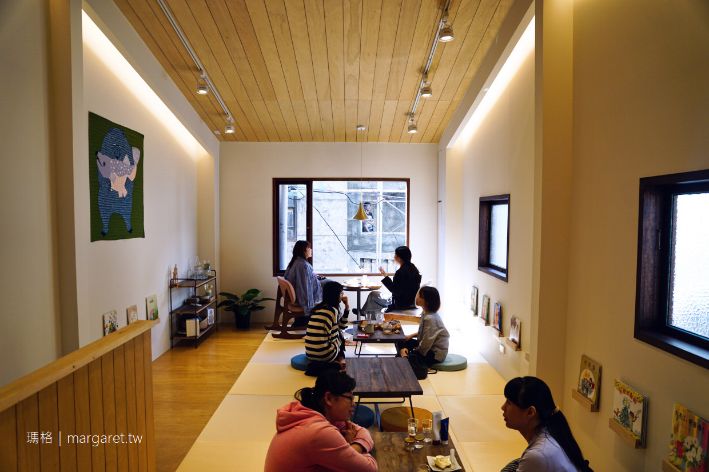 最初的地方。台南巷弄咖啡貝果小店|二樓的繪本空間。店名的搖滾精神