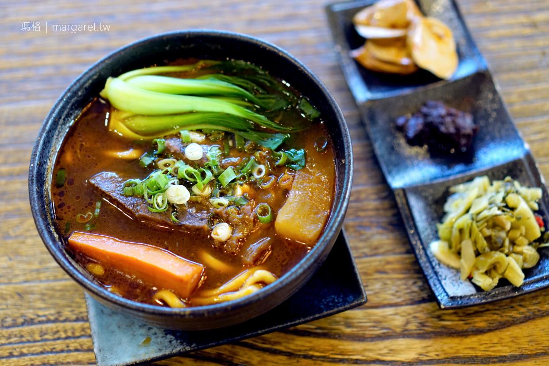 QAFE ROOM。台北信義區咖啡小酒館|時尚藝術x台灣味。還可以點牛肉麵